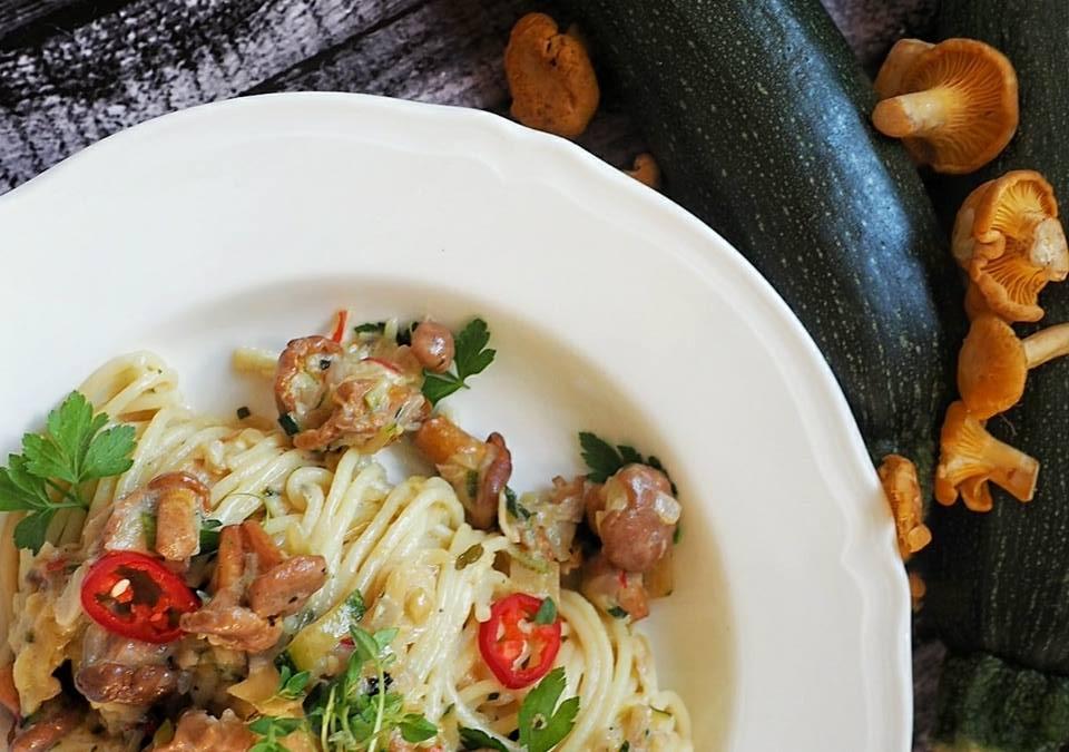 Spaghetti-z-kurkami-i-cukinią2