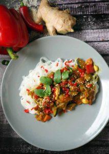 makaron ryżowy i sos azjatycki Jaśka Kuronia